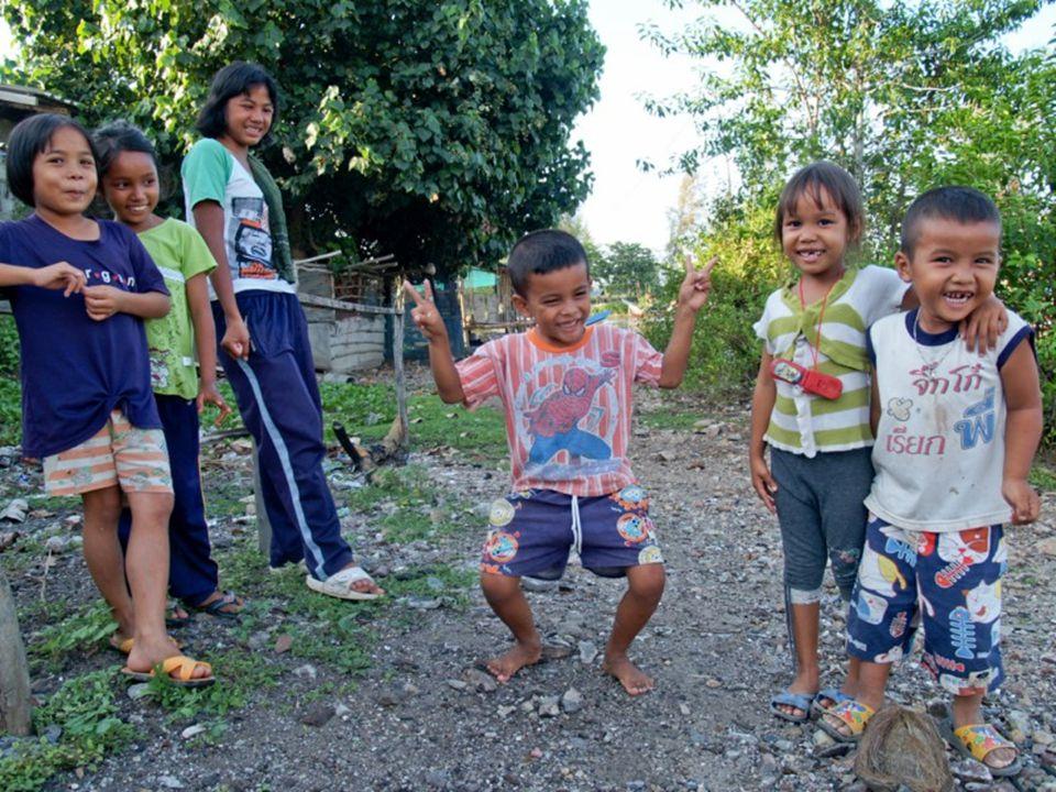ร่วมบริจาคเงินและสิ่งของให้กับเด็กในสอง พื้นที่ได้ที่ ติดต่อที่บ้านอาสาเพื่อเด็กและเยาวชน ชื่อบัญชี กองทุนกำลังใจแด่น้องชายแดน ใต้ ธนาคารไทยพาณิชย์ สาขาสงขลานครินทร์ ( ปัตตานี ) เลขที่บัญชี 704-242947-4 ( ออมทรัพย์ ) สถานที่ตั้งของกลุ่ม บ้านอาสาเพื่อเด็กและเยาวชน (Volunteer House for Children and Youth) 17/4 ถ.